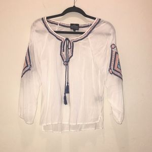 Angie : embroidered peasant top. Size S